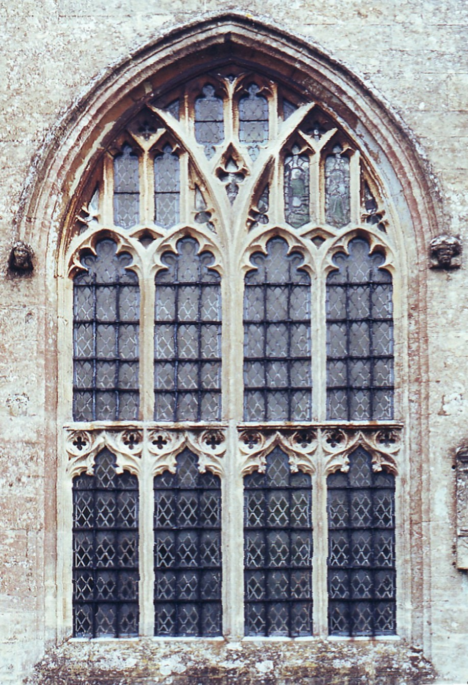 V The N Windows To Aisle And Chapel Are Two Centred Have Four Lights Subarcuated In Pairs Through Reticulation A Latticed Transom Effect